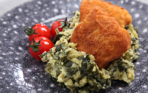 Cod breaded with crushed potatoes and kale