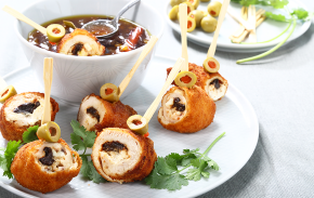 Chicken rolls with peach chutney