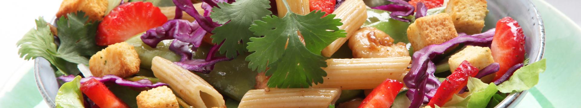 Salada de ervilhas-tortas e camarão